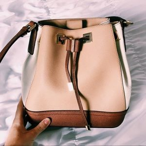 CALVIN KLEIN BUCKET BAG